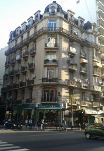 Edificio esquina Avenida Santa Fe y Libertad